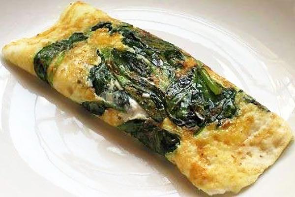 Omelette di spinaci ripiena di mozzarella