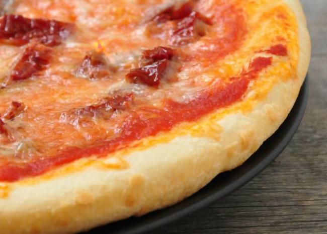 PIZZA AI POMODORI SECCHI