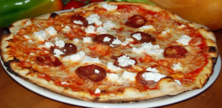 PIZZA CON SALAME E RICOTTA