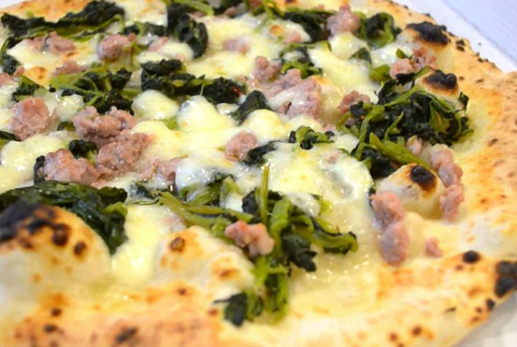 PIZZA CON SALSICCIA E FRIARIELLI